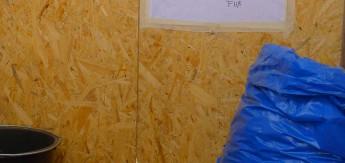 """Das kreative Kompostklo versorgt mit """"Fest- und Flüssigdünger"""""""
