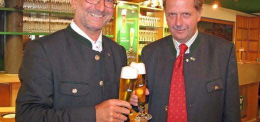 BILD: Andreas Werner, Braumeister in Göss und DI Dr. Markus Liebl, Generaldirektor der Brau Union Österreich © Alexander Sper
