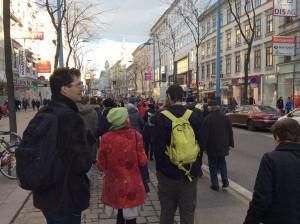 Fußgänger und Fußgängerinnen auf der Wiener Mariahilferstraße. Bild: Andreas Lindinger