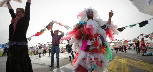 Plastiktütenmonster bei einem Event