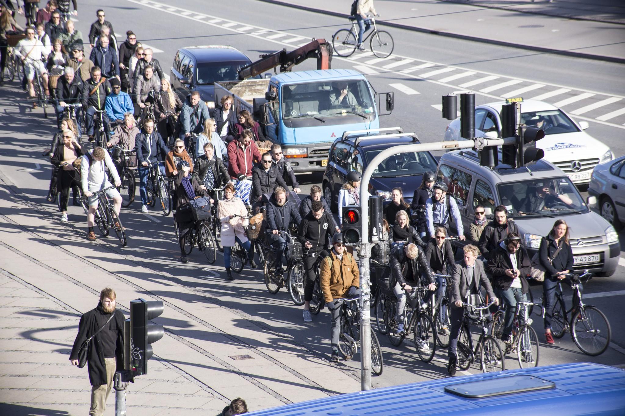 Eine tägliches Problem in Kopenhagen: Fahrradstaus (Bild: Copenhagenize Design Company)