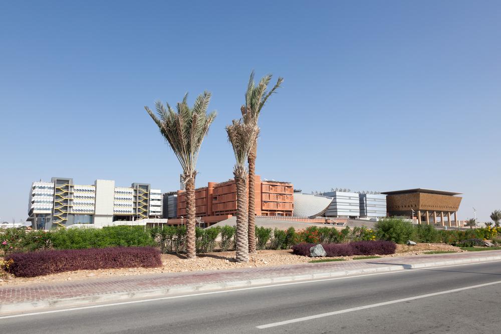 Viel Stadt gibt es noch nicht zu sehen, in Masdar City. (Bild: Philip Lange / Shutterstock.com)