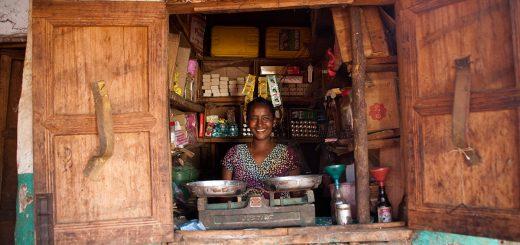 spenden-shop-einkommen-mikrokredit-schulung-familie-afrika-armut