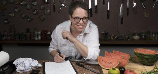 Katharina Seisers Arbeitsplatz liegt irgendwo zwischen Markt, Küche und Schreibtisch. (c) Christoph Adamek