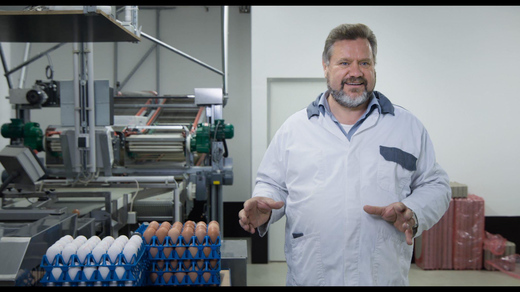 320 brauchbare Eier in 14 Monaten– die muss ein Legehuhn liefern, damit es sich rechnet. (Foto: Allegro Film)