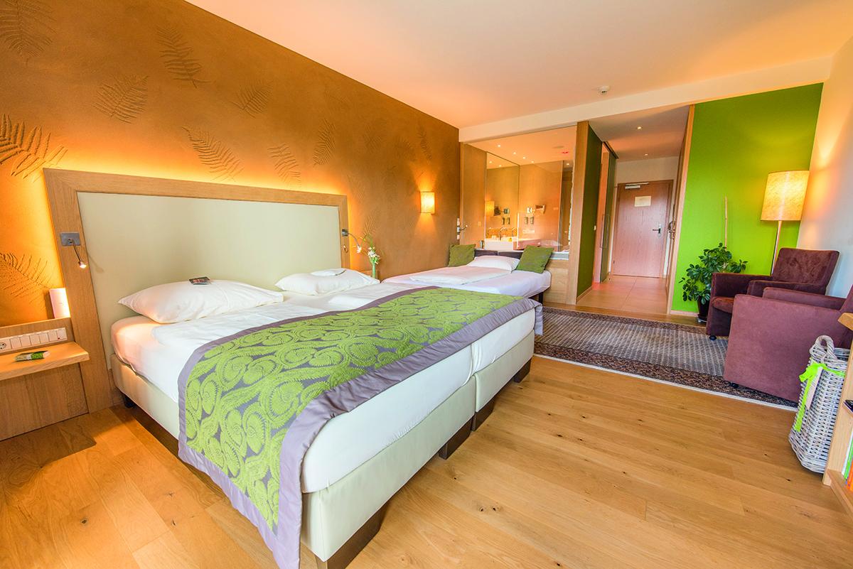 Wald wiesenzimmer gruen blick ins zimmer hotel retter for Zimmer hotel